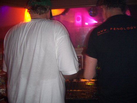 Woody van Eyden & Alex M.O.R.P.H. back-2-back